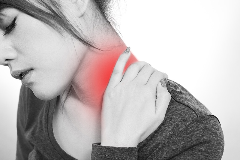 woman-with-neck-pain